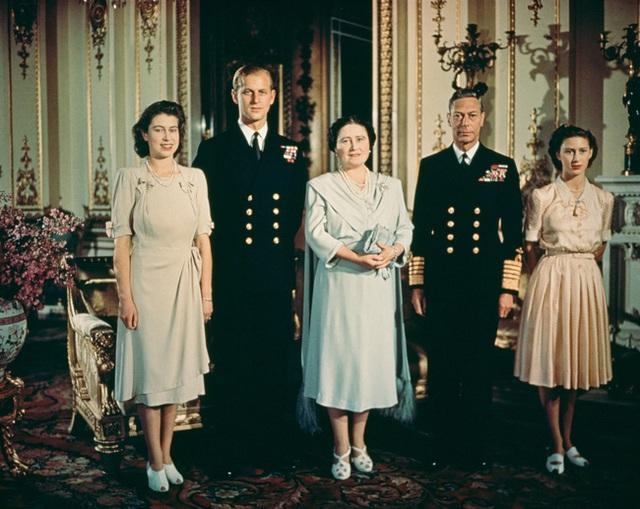 Nữ hoàng Elizabeth II: Từ công chúa sinh ra trong nhung lụa trở thành người phụ nữ quyền lực truyền cảm hứng cho hàng triệu trái tim - Ảnh 29.