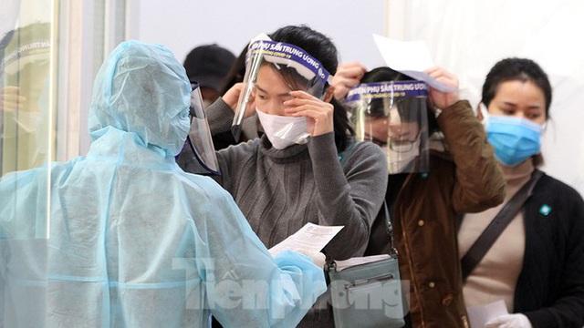 Cận cảnh phòng khám dã chiến bằng container ở bệnh viện phụ sản T.Ư - Ảnh 4.