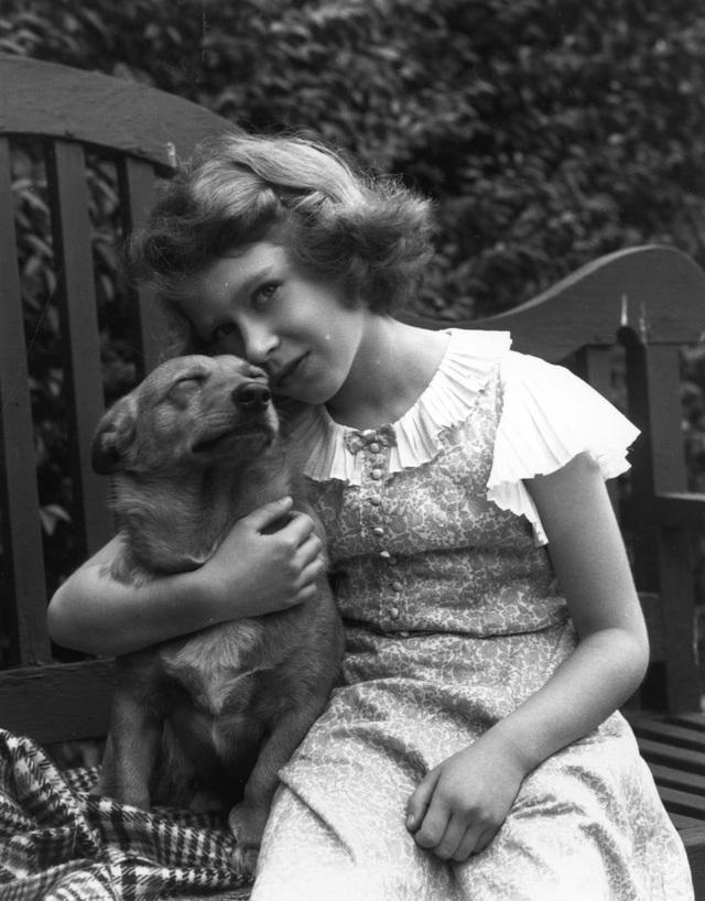 Nữ hoàng Elizabeth II: Từ công chúa sinh ra trong nhung lụa trở thành người phụ nữ quyền lực truyền cảm hứng cho hàng triệu trái tim - Ảnh 4.