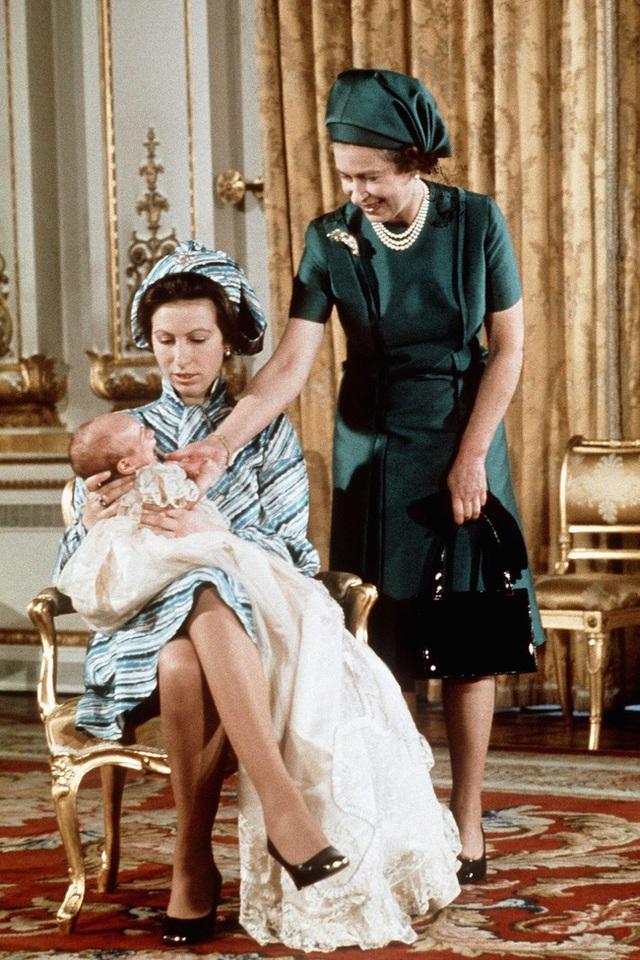 Nữ hoàng Elizabeth II: Từ công chúa sinh ra trong nhung lụa trở thành người phụ nữ quyền lực truyền cảm hứng cho hàng triệu trái tim - Ảnh 31.
