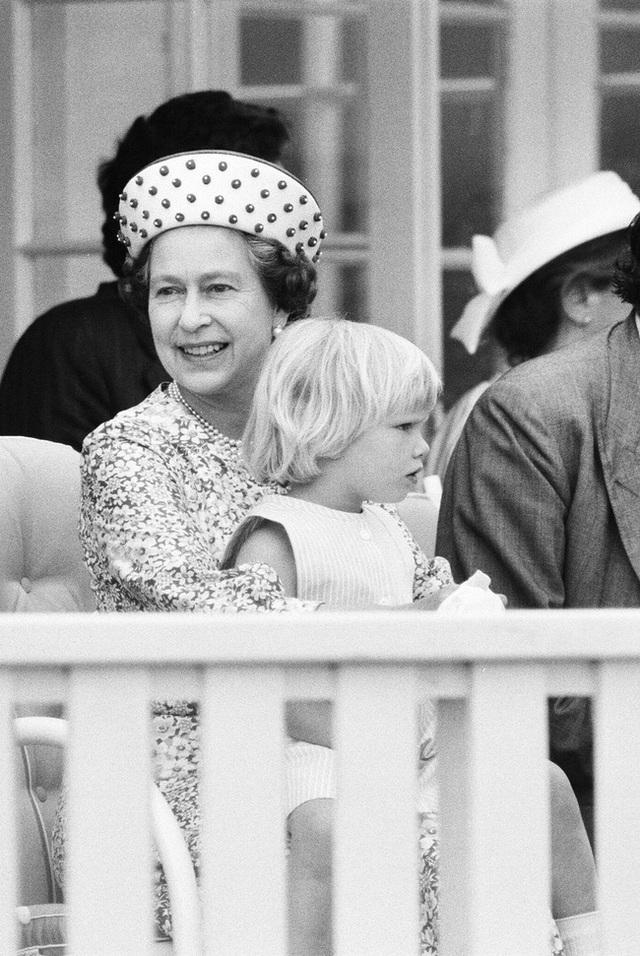 Nữ hoàng Elizabeth II: Từ công chúa sinh ra trong nhung lụa trở thành người phụ nữ quyền lực truyền cảm hứng cho hàng triệu trái tim - Ảnh 33.
