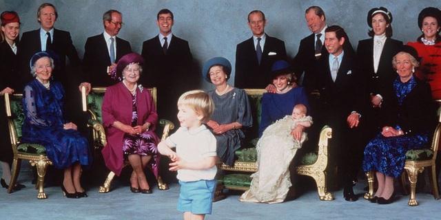 Nữ hoàng Elizabeth II: Từ công chúa sinh ra trong nhung lụa trở thành người phụ nữ quyền lực truyền cảm hứng cho hàng triệu trái tim - Ảnh 34.