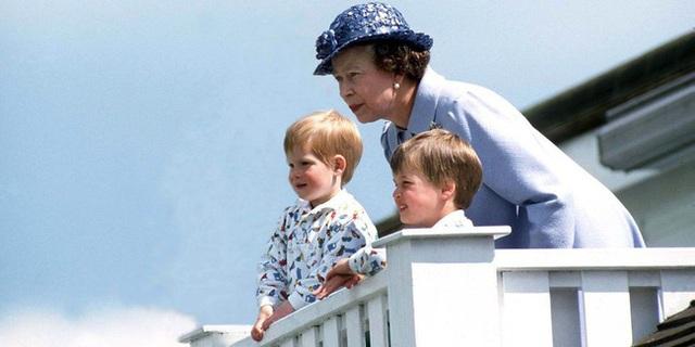 Nữ hoàng Elizabeth II: Từ công chúa sinh ra trong nhung lụa trở thành người phụ nữ quyền lực truyền cảm hứng cho hàng triệu trái tim - Ảnh 35.