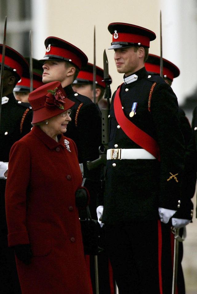 Nữ hoàng Elizabeth II: Từ công chúa sinh ra trong nhung lụa trở thành người phụ nữ quyền lực truyền cảm hứng cho hàng triệu trái tim - Ảnh 37.