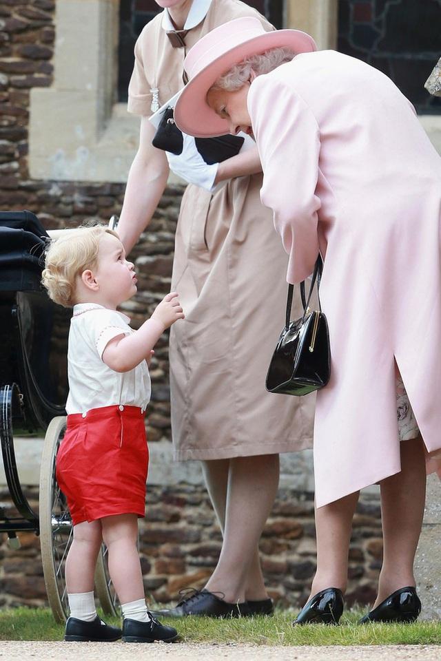 Nữ hoàng Elizabeth II: Từ công chúa sinh ra trong nhung lụa trở thành người phụ nữ quyền lực truyền cảm hứng cho hàng triệu trái tim - Ảnh 39.
