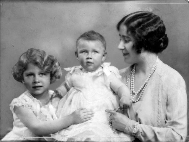 Nữ hoàng Elizabeth II: Từ công chúa sinh ra trong nhung lụa trở thành người phụ nữ quyền lực truyền cảm hứng cho hàng triệu trái tim - Ảnh 5.
