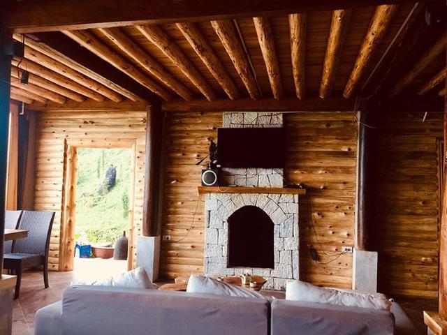 Đẹp ngỡ ngàng ngôi nhà gỗ săn mây trên đỉnh núi ở SaPa - Ảnh 6.