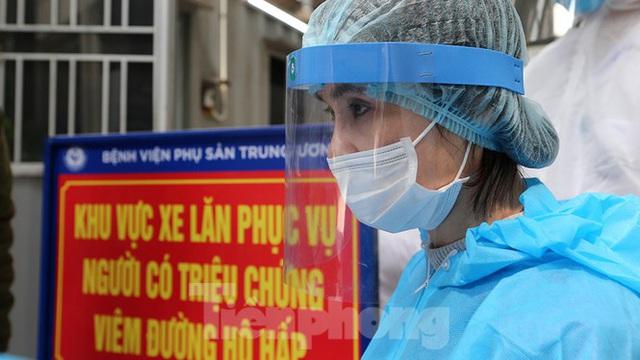 Cận cảnh phòng khám dã chiến bằng container ở bệnh viện phụ sản T.Ư - Ảnh 7.