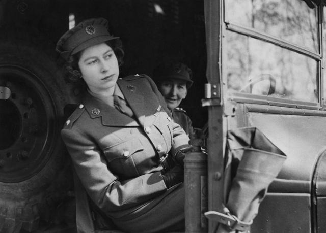 Nữ hoàng Elizabeth II: Từ công chúa sinh ra trong nhung lụa trở thành người phụ nữ quyền lực truyền cảm hứng cho hàng triệu trái tim - Ảnh 7.