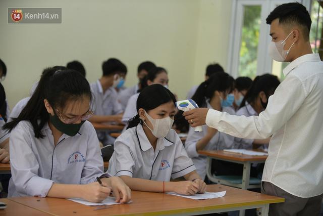 """300.000 học sinh chính thức trở lại trường sau """"kỳ nghỉ Tết dài nhất lịch sử"""" - Ảnh 8."""