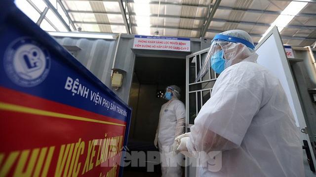 Cận cảnh phòng khám dã chiến bằng container ở bệnh viện phụ sản T.Ư - Ảnh 8.
