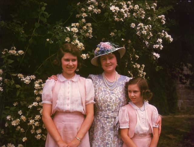 Nữ hoàng Elizabeth II: Từ công chúa sinh ra trong nhung lụa trở thành người phụ nữ quyền lực truyền cảm hứng cho hàng triệu trái tim - Ảnh 8.