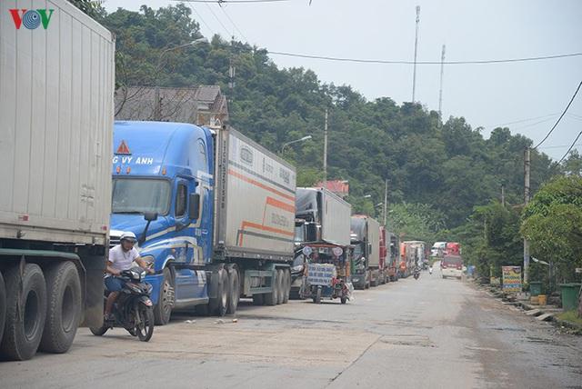 Hơn 1.700 xe hàng tồn ứ tại các cửa khẩu biên giới chờ được xuất khẩu - Ảnh 1.