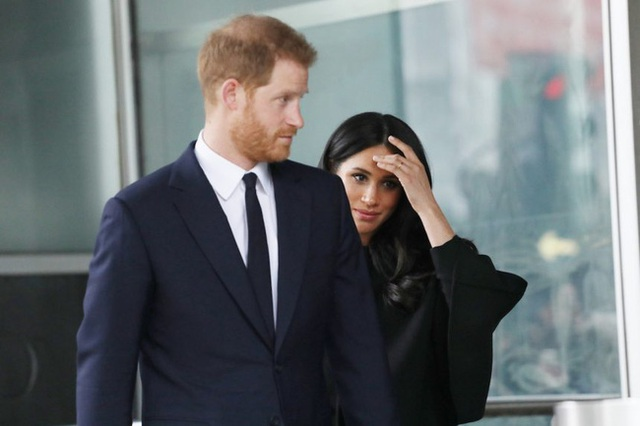 Vợ chồng Meghan Markle bị đòi trả lại số tiền 70 tỷ đồng cho người dân Anh sau khi lỗi hẹn gần 1 tháng, bất ngờ nhất là động thái của hoàng gia Anh - Ảnh 2.