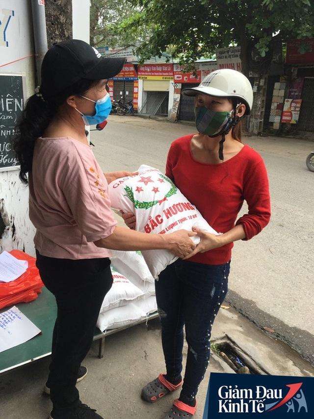 Gặp người chủ trọ ở Hà Nội tặng gạo, nước mắm cho khách thuê mùa dịch Covid-19 - Ảnh 3.