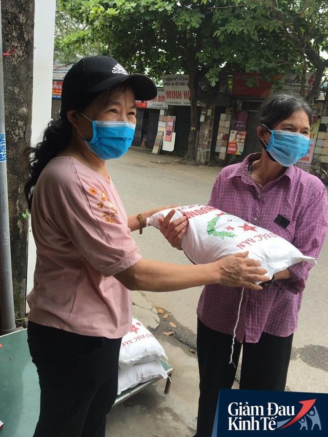 Gặp người chủ trọ ở Hà Nội tặng gạo, nước mắm cho khách thuê mùa dịch Covid-19 - Ảnh 5.