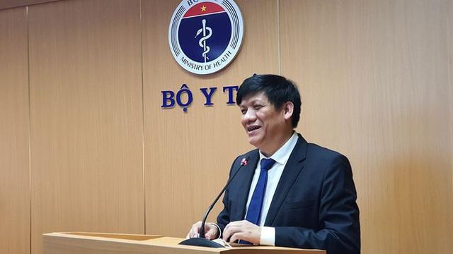 Thứ trưởng Bộ Y tế nói về những yếu tố kỳ lạ ở bệnh nhân phi công người Anh - Ảnh 1.