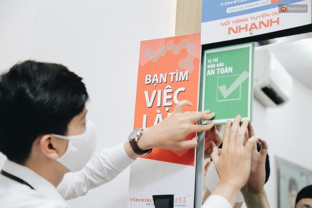 Người Sài Gòn đổ xô đi cắt tóc sau 3 tuần giãn cách xã hội, tiệm tóc phải từ chối khách vì quá đông - Ảnh 12.