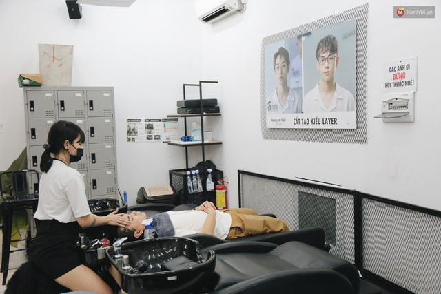 Người Sài Gòn đổ xô đi cắt tóc sau 3 tuần giãn cách xã hội, tiệm tóc phải từ chối khách vì quá đông - Ảnh 15.