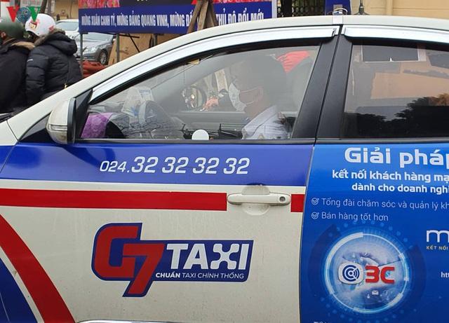 Taxi, xe ôm công nghệ tất bật trở lại sau nới lỏng cách ly xã hội - Ảnh 2.
