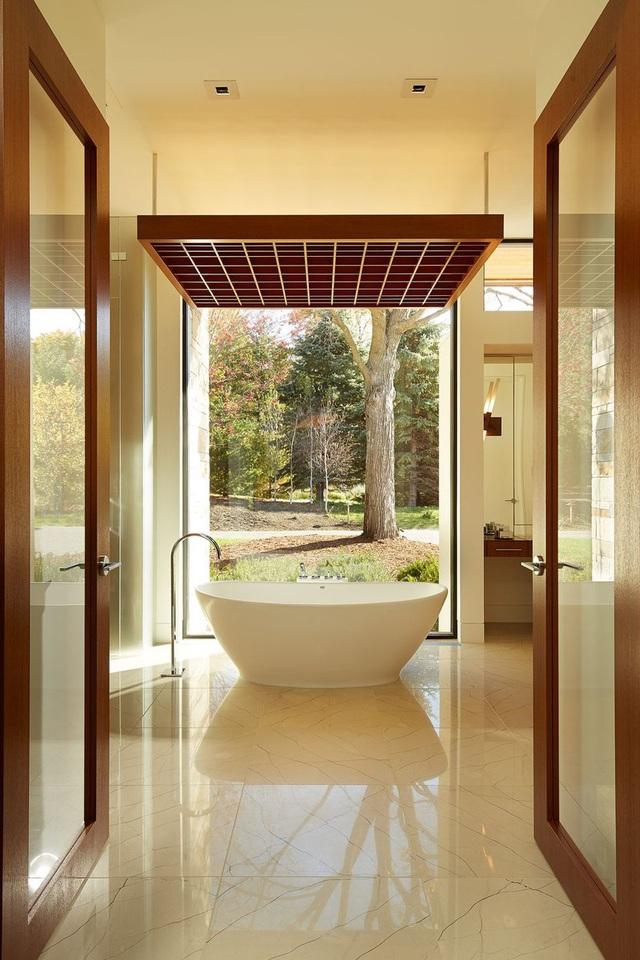 Phòng tắm sang trọng, hiện đại hơn với bồn oval đơn sắc - Ảnh 11.