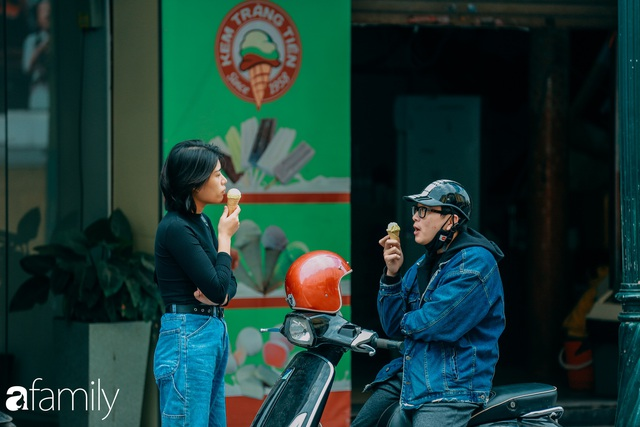 Hồ Hoàn Kiếm ngày cuối tuần bình yên, cuộc sống chậm lại khiến cho nhiều người chợt nhận ra nơi đây có nhiều thứ đẹp mà ngày thường chẳng hề hay biết - Ảnh 20.