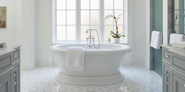 Phòng tắm sang trọng, hiện đại hơn với bồn oval đơn sắc - Ảnh 3.