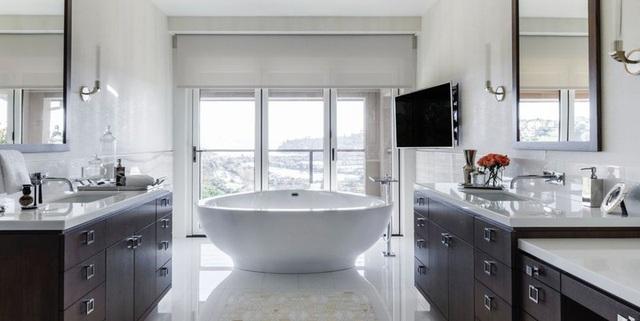Phòng tắm sang trọng, hiện đại hơn với bồn oval đơn sắc - Ảnh 5.