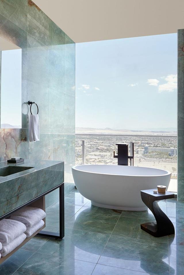 Phòng tắm sang trọng, hiện đại hơn với bồn oval đơn sắc - Ảnh 7.