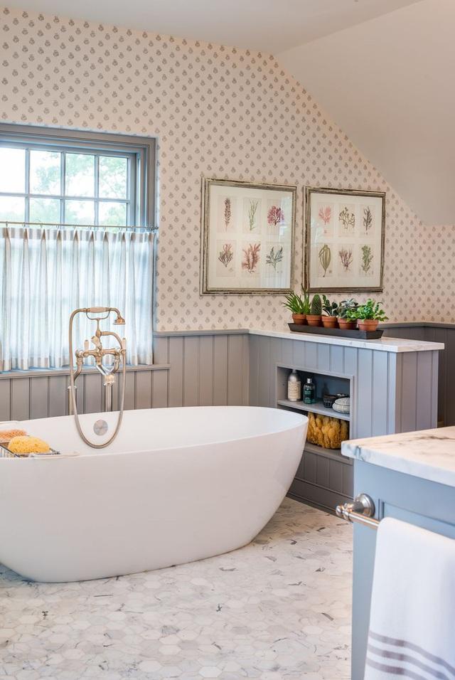 Phòng tắm sang trọng, hiện đại hơn với bồn oval đơn sắc - Ảnh 9.