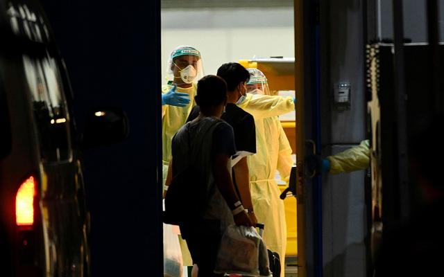 Covid-19 ngày 27/4: Thủ tướng Anh Boris Johnson quay lại làm việc; số ca nhiễm ở Singapore vượt Nhật Bản