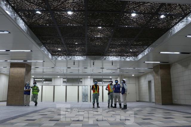 Chiêm ngưỡng nhà ga metro hiện đại đầu tiên dưới lòng đất Sài Gòn - Ảnh 2.