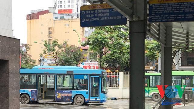 Xe buýt Hà Nội hoạt động thế nào trong những ngày đầu giảm giãn cách? - Ảnh 11.