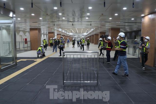 Chiêm ngưỡng nhà ga metro hiện đại đầu tiên dưới lòng đất Sài Gòn - Ảnh 12.