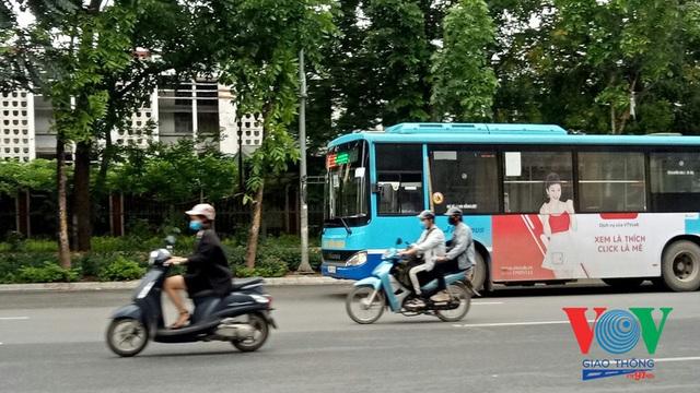 Xe buýt Hà Nội hoạt động thế nào trong những ngày đầu giảm giãn cách? - Ảnh 12.