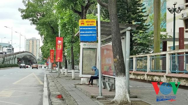 Xe buýt Hà Nội hoạt động thế nào trong những ngày đầu giảm giãn cách? - Ảnh 14.