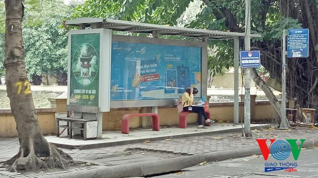 Xe buýt Hà Nội hoạt động thế nào trong những ngày đầu giảm giãn cách? - Ảnh 15.