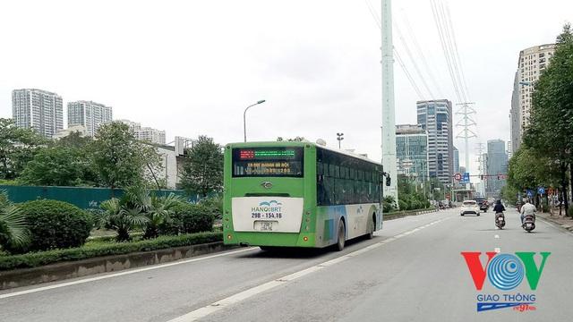 Xe buýt Hà Nội hoạt động thế nào trong những ngày đầu giảm giãn cách? - Ảnh 16.