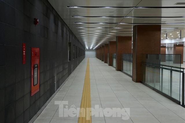 Chiêm ngưỡng nhà ga metro hiện đại đầu tiên dưới lòng đất Sài Gòn - Ảnh 3.
