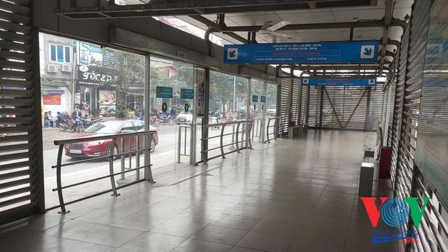Xe buýt Hà Nội hoạt động thế nào trong những ngày đầu giảm giãn cách? - Ảnh 4.