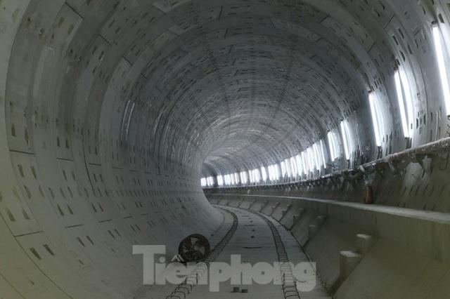 Chiêm ngưỡng nhà ga metro hiện đại đầu tiên dưới lòng đất Sài Gòn - Ảnh 5.