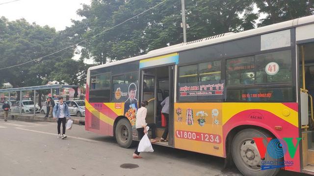 Xe buýt Hà Nội hoạt động thế nào trong những ngày đầu giảm giãn cách? - Ảnh 6.