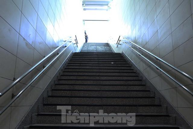 Chiêm ngưỡng nhà ga metro hiện đại đầu tiên dưới lòng đất Sài Gòn - Ảnh 7.