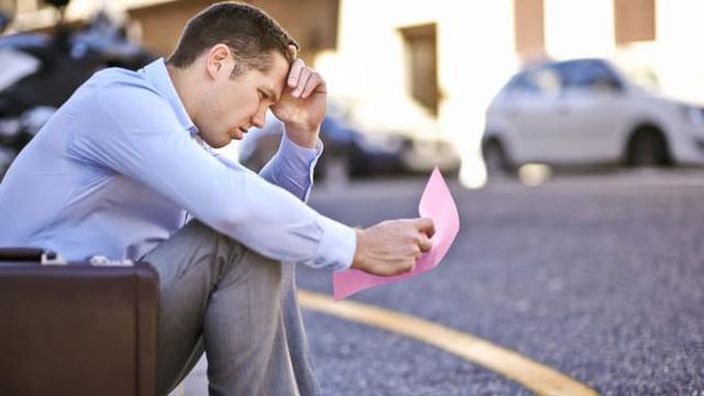 Bị sa thải chỉ bằng một tin nhắn, gọi 800 cuộc điện thoại không được phản hồi về bảo hiểm: Cơn ác mộng thất nghiệp ám ảnh hơn 22 triệu người Mỹ - Ảnh 1.