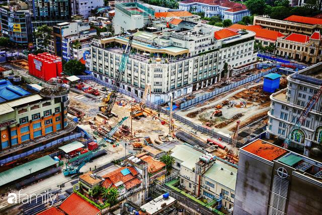 Người Sài Gòn choáng ngợp trước khung cảnh đại lộ Lê Lợi - Nguyễn Huệ - Đồng Khởi đẹp như trong mơ sau khi gỡ rào chắn để xây ga ngầm Metro - Ảnh 2.
