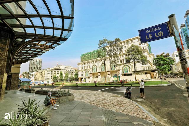 Người Sài Gòn choáng ngợp trước khung cảnh đại lộ Lê Lợi - Nguyễn Huệ - Đồng Khởi đẹp như trong mơ sau khi gỡ rào chắn để xây ga ngầm Metro - Ảnh 13.