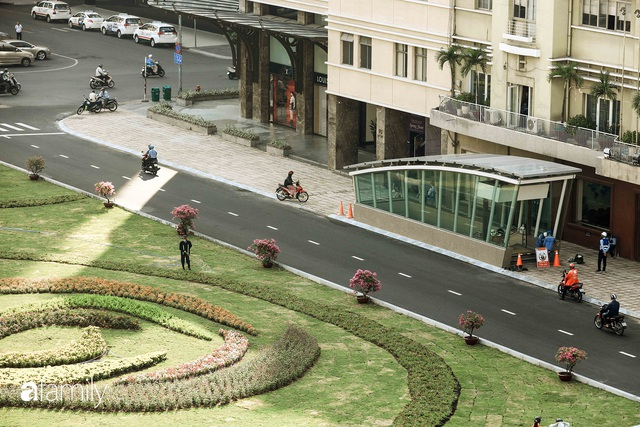 Người Sài Gòn choáng ngợp trước khung cảnh đại lộ Lê Lợi - Nguyễn Huệ - Đồng Khởi đẹp như trong mơ sau khi gỡ rào chắn để xây ga ngầm Metro - Ảnh 15.