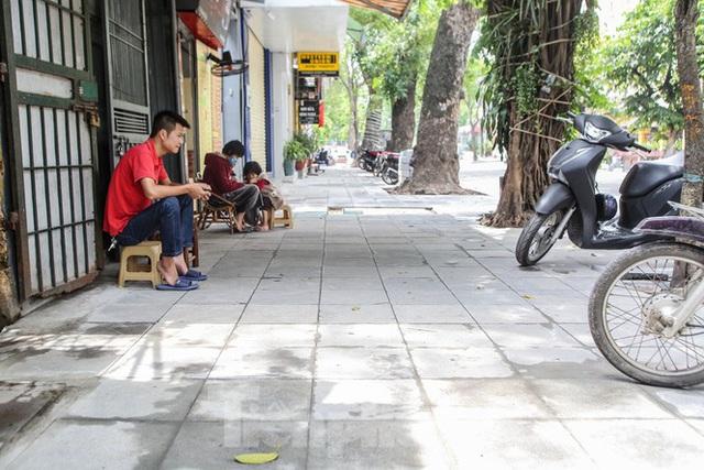 Cận cảnh vỉa hè mới trên những tuyến phố trung tâm của Thủ đô - Ảnh 4.