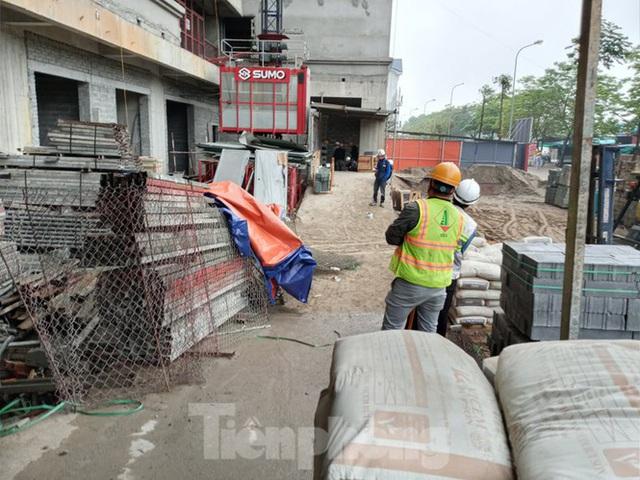 Hà Nội lập biên bản công trình xây dựng thi công khi cách ly toàn xã hội - Ảnh 2.