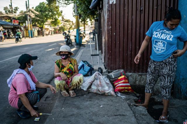 Bạn có thể tránh dịch, nhưng sao thoát được cơn đói?: Chuyện tồn tại của người nghèo châu Á giữa những thành phố bị phong tỏa vì Covid-19 - Ảnh 17.